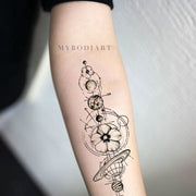 Cool Moon Phases Forearm Tattoo Ideas for Women Black Geometric Mandala Arm Tat - ideas únicas del tatuaje del antebrazo de las fases de la luna para las mujeres -  www.MyBodiArt.com #tattoos