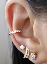 Cute Multiple Ear Piercing Ideas for Teenagers - Popular Cartilage Conch Helix Tragus Leaf Opal Flower Earring Stud in Gold - Linda oreja múltiple Piercing Ideas para adolescentes - www.MyBodiArt.com #earrings