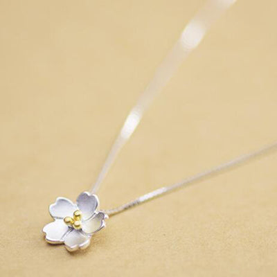 Cute Jasmine Flower Pendant Necklace for Teenagers - Lindo colgante de flor de jazmín collar para adolescentes - www.MyBodiArt.com