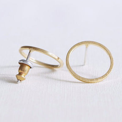 Cute Modern Ear Piercing Ideas for Women - Minimalist Ring Circle Earring Studs in Gold or Silver - ideas simples de perforación de la oreja del círculo - www.MyBodiArt.com #earrings