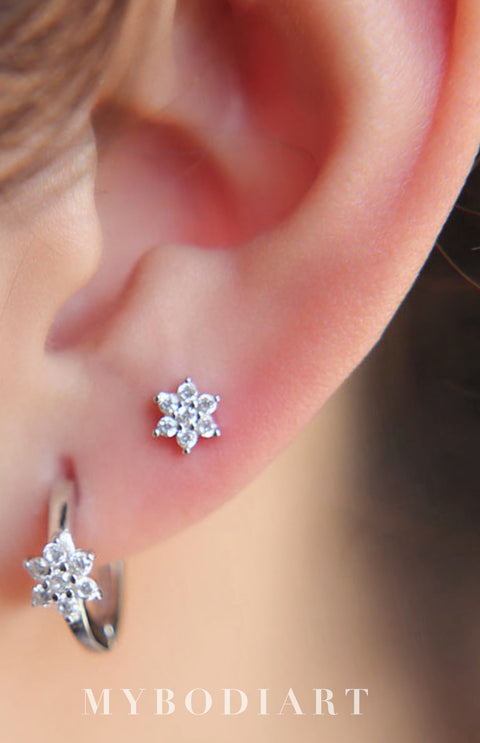 Cute Simple Ear Piercing Ideas for Teens Pretty Crystal Flower Small Huggie Hoop Earring Jewelry in Silver or Gold - pendiente de aro de flor de cristal pequeño - www.MyBodiArt.com #earrings