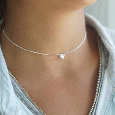 Cute Star Choker Necklace for Teens Simple Dainty Minimalist Chain Necklaces in Gold or Silver for Women - collar de gargantilla linda cadena de estrellas delicadas - www.MyBodiArt.com #necklace