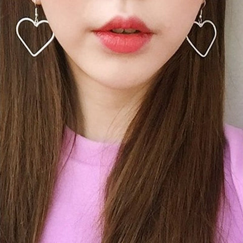 Cute Elegant Heart Hoop Dangle Earrings for Teens Unique Statement Jewelry Simple Ear Piercings -  pendientes de aro del corazón - www.MyBodiArt.com