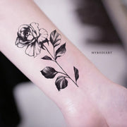 Popular Vintage Single Black Rose Wrist Tattoo Ideas for Women - Floral Flower Tattoos ideas populares tradicionales del tatuaje de la rosa del negro solo para las mujeres - www.MyBodiArt.com
