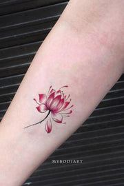Cute Watercolor Lotus Small Floral Flower Forearm Tattoo Ideas for Women -  Ideas del tatuaje del hombro de la flor para las mujeres - www.MyBodiArt.com