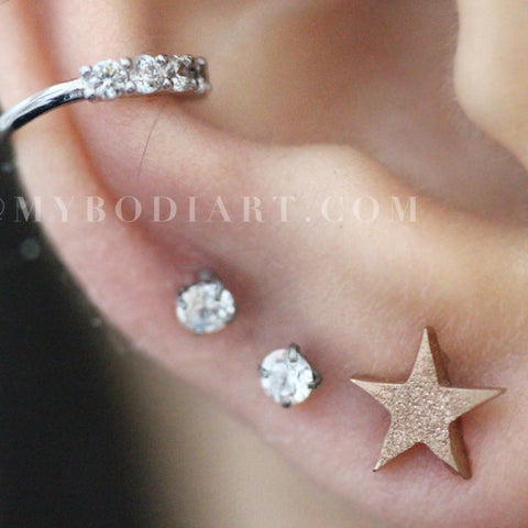 Cute Multiple Ear Piercings Ideas for Teen Girls - Gold Glitter Star Cartilage Helix Conch Tragus Earring Stud 16G - lindas perforaciones múltiples Ideas para niñas adolescentes - www.MyBodiArt.com #earrings