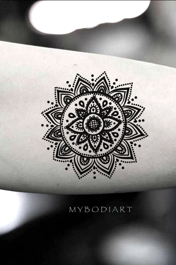 Cool Black Henna Lace Mandala Bicep Arm Tattoo Ideas for Women -  ideas frescas del tatuaje del brazo para las mujeres - www.MyBodiArt.com
