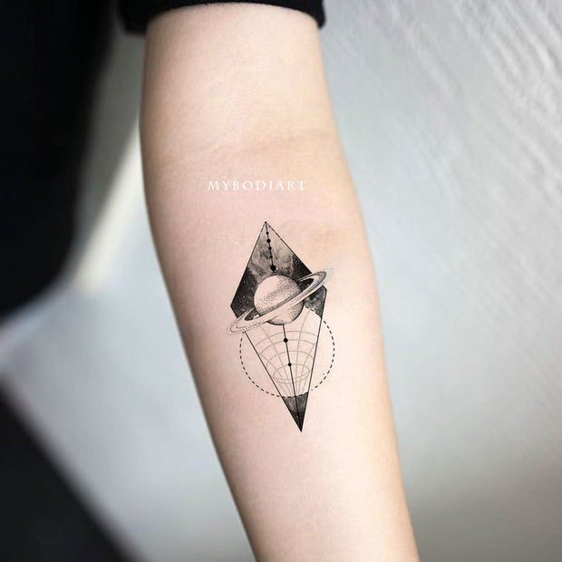 cool unique link work galaxy space planets moon forearm tattoo ideas for women - ideas del tatuaje del antebrazo del planeta para las mujeres - www.mybodiart.com