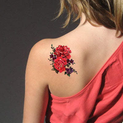 Red Flower Back Tattoo Ideas for Women - Beautiful Floral Shoulder Tat - ideas de tatuaje de regreso a la flor roja para niñas adolescentes - www.MyBodiArt.com #tattoos
