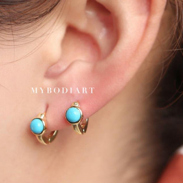 Turquoise Small Hoop Huggie Earrings for Women in Gold Fashion Jewelry-  lindos pendientes turquesas - www.MyBodiArt.com