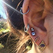 Unique Classy Multiple Ear Piercing Ideas Helix Cartilage Earrings Jewelry for Teens -  ideas únicas y con clase de perforación del oído - www.MyBodiArt.com