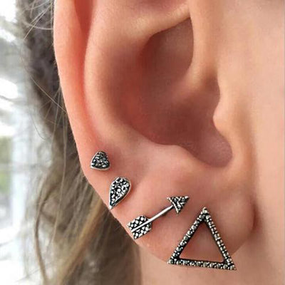 Badass Ear Piercing Ideas for Teenagers for Teen Girls Ear Lobe Earrings -perforaciones de la oreja badass - www.MyBodiArt.com