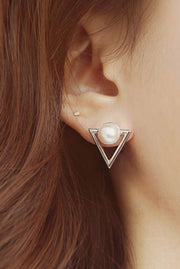 Cute Dainty Pearl Triangle Geometric Stud Earrings - Feminine Pretty Ear Piercing Ideas for Teenagers -  pendientes triángulo perla - www.MyBodiArt.com