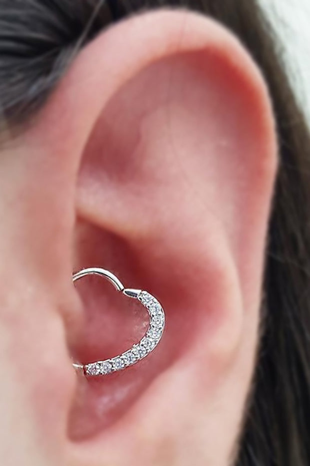 Cute Heart Daith Ear Piercing Jewelry Ideas for Women -  Corazón lindo daith piercing de oreja ideas para mujeres - www.MyBodiArt.com