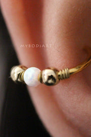 Cute Conch Ear Piercing Jewelry Ideas Opal Bead Gold Ear Cuff Earring -  Cono de ópalo lindo oreja de oro penetrante ideas - www.MyBodiArt.com