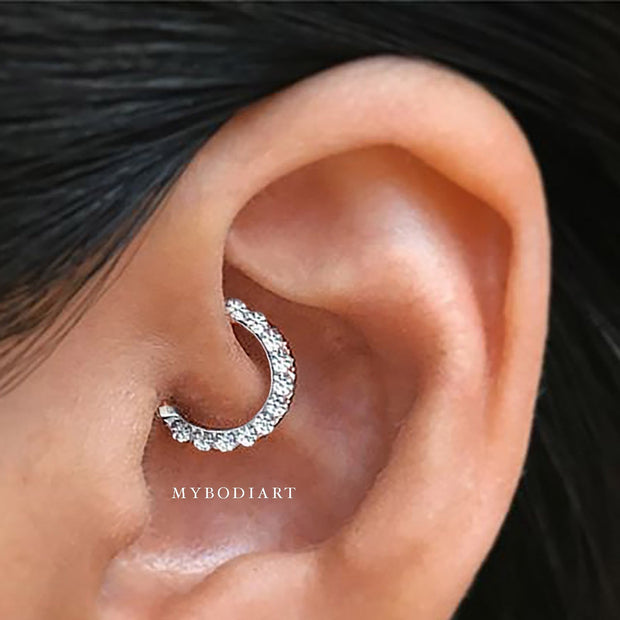 Cute Simple Daith Ear Piercing Jewelry Ideas for Women -  lindas ideas de joyas con piercing en la oreja de daith - www.MyBodiArt.com #daith #earrings