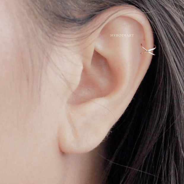 Simple Gold Minimalist Criss Cross Ear Cuff Cartilage Helix Ear Piercing Earring Fashion Jewelry for Women for Teen Girls - perforación simple del cartílago de la oreja - www.MyBodiArt.com