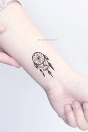 Small Boho Dreamcatcher Wrist Tattoo Ideas for Women -  ideas de tatuajes de muñeca de atrapasueños negro pequeño - www.MyBodiArt.com