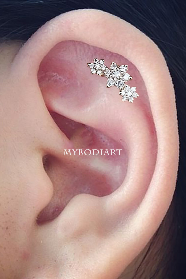 Cute Three Triple Flower Cartilage Helix Ear Piercing Earring Stud Jewelry -  joyería de piercing de cartílago - www.MyBodiArt.com