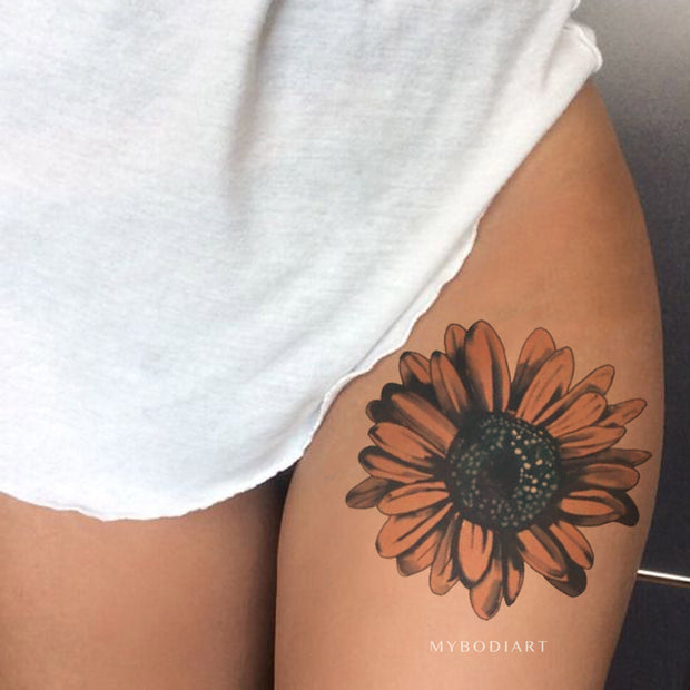 Cute Watercolor Sunflower Thigh Tattoo Ideas for Women -  Acuarela flor muslo tatuaje ideas para mujeres - www.MyBodiArt.com