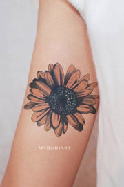 Cute Watercolor Sunflower Bicep Arm Tattoo Ideas for Women -  Ideas de tatuaje de brazo de flor para mujeres - www.MyBodiArt.com