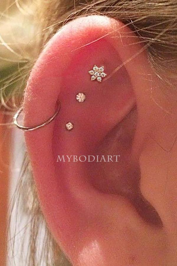 Cute Triple Flower Cartilage Helix Ear Piercing Jewelry Ideas for Women -  lindas ideas de joyería para piercing - www.MyBodiArt.com #earrings #piercing #cartilage