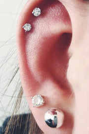 Cute Double Cartilage Ear Piercing Ideas - Large Crystal Earring Studs - lindas ideas múltiples de perforación del oído para las mujeres - www.MyBodiArt.com