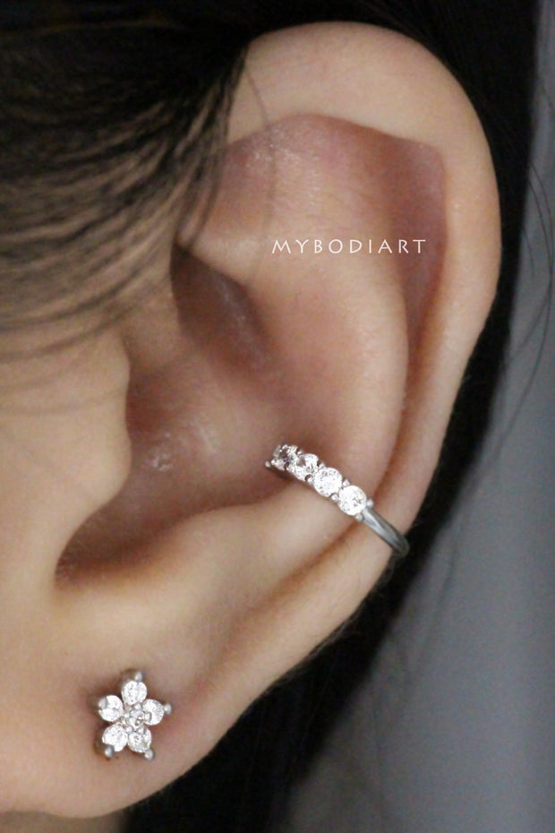 Cute Crystal Conch Ear Cuff Ear Piercing Ideas for Women -  lindas ideas para perforar orejas para mujeres - www.MyBodiArt.com