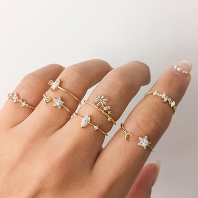Delicate Dainty Crystal Star Flower Stackable Ring Set -  lindo anillo - www.MyBodiArt.com #rings