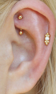 Cute Simple Rook Ear Piercing Ideas Gold Curved Barbell Cartilage Stud -  ideas simples de perforación de la oreja de oro para la torre - www.MyBodiArt.com