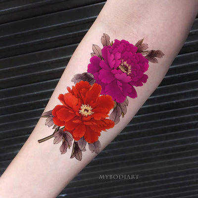 Vintage Realistic Red Watercolor Peony Floral Flower Forearm Tattoo Ideas for Women -  Ideas de tatuajes de flores rojas para mujeres - www.MyBodiArt.com #tattoos #tattoo