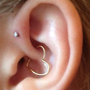 Cute Gold Wired Heart Daith Ear Piercing Jewelry Ideas for Women -  Ideas de piercing de oreja de corazón de oro lindo para mujeres - www.MyBodiArt.com