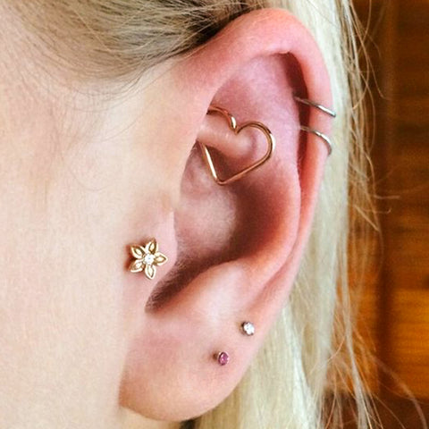 Cute Gold Wired Heart Rook Ear Piercing Jewelry Ideas for Women -  Ideas de piercing de oreja de corazón de oro lindo para mujeres - www.MyBodiArt.com
