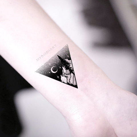 Black Nature Wrist Tattoo Ideas for Women Triangle Mountain Tree Moon Tat  -  Ideas de tatuaje de muñeca de luna fresca para mujeres -  www.MyBodiArt.com