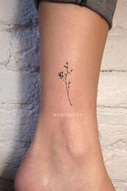 Cute minimalist small floral flower ankle tattoo ideas for women - www.MyBodiArt.com #tattoos