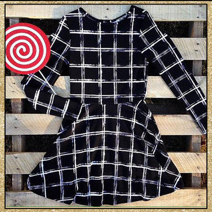 Black and white large plaid pattern long sleeve short dress