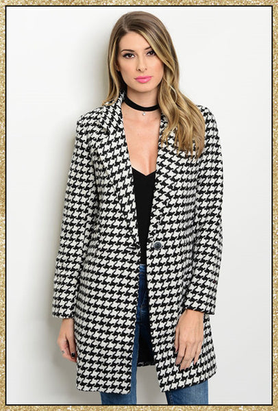 Black and ivory houndstooth collared coat with pockets