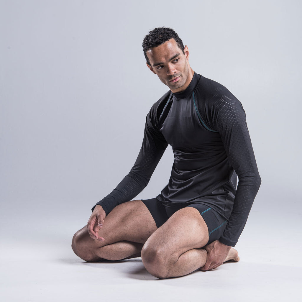 Brandon Lawrence wearing black fitted turtleneck gives style and elegance with a drop sleeve and shaped body allowing freedom of movement. A shaped perforated section down each side provide air flow throughout the top.  A contrast stitch along the drop sleeve ties in with shorts and legging in the collection.