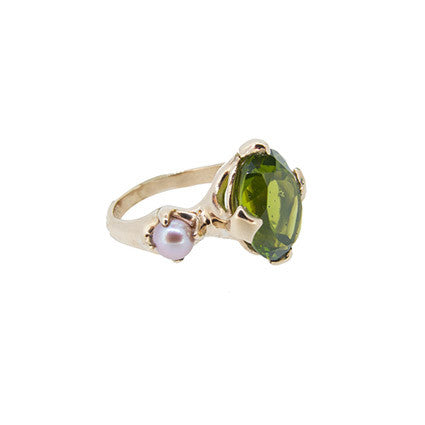 Edwardian Majesty ring/peridot, pink pearl