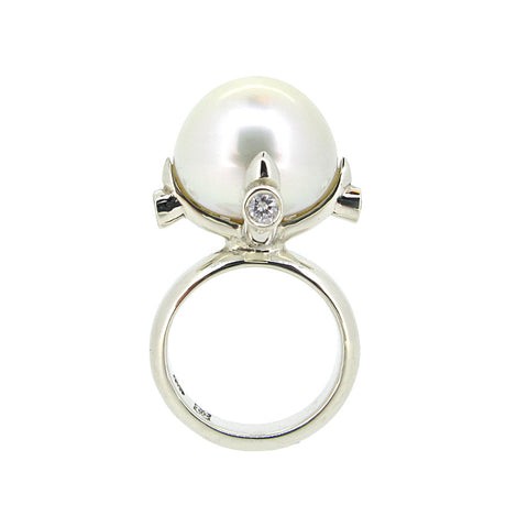 Queen Ring in white gold with White South Sea Pearl and Diamond