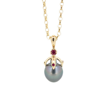 Small Orb Pendant/Tahitian pearl, ruby on small oval belcher chain