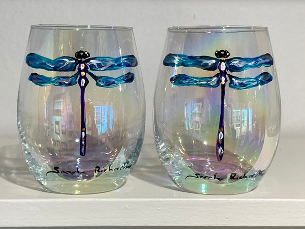 Dragonfly on iridescent stemless wine glasses (pair)