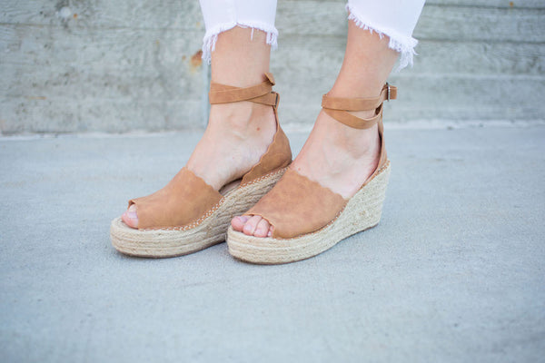 Maya Wedge Sandal - Tan