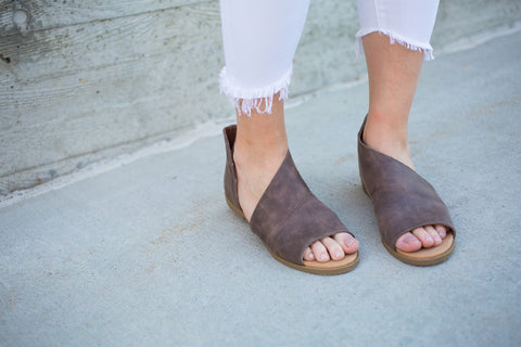 Side Cut Sandal - Taupe