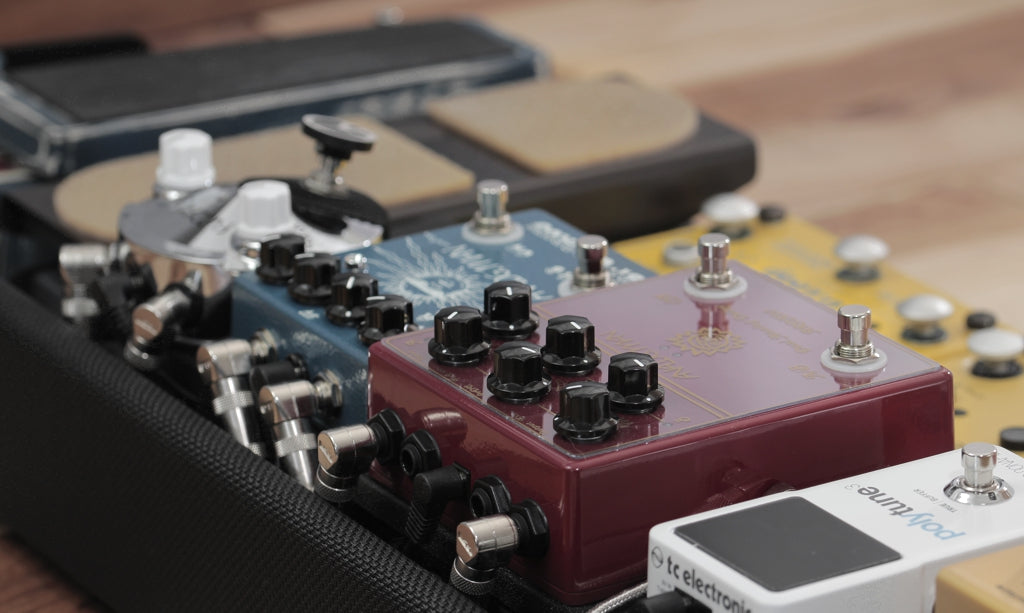 Analogman Bi-Chorus and ARDX20 Delay on Helweg Design custom pedalboard