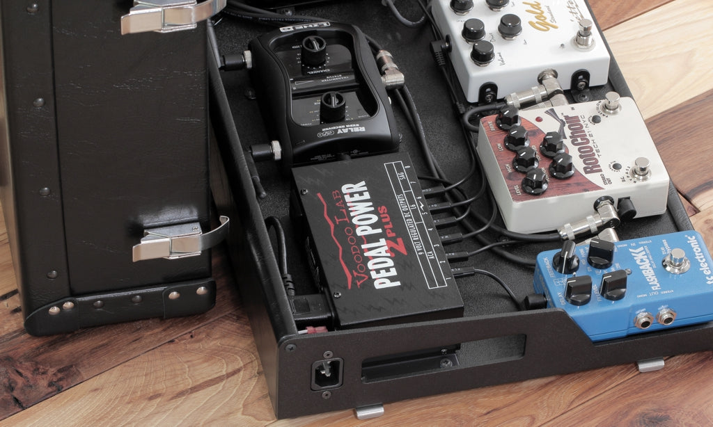 Custom pedalboard with Pedal Power 2+ and custom labeled DC cables