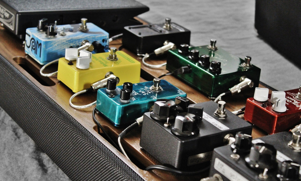 Helweg Custom Pedalboard 2014_Walnut top_Analysis Plus Silver Thinline Cables