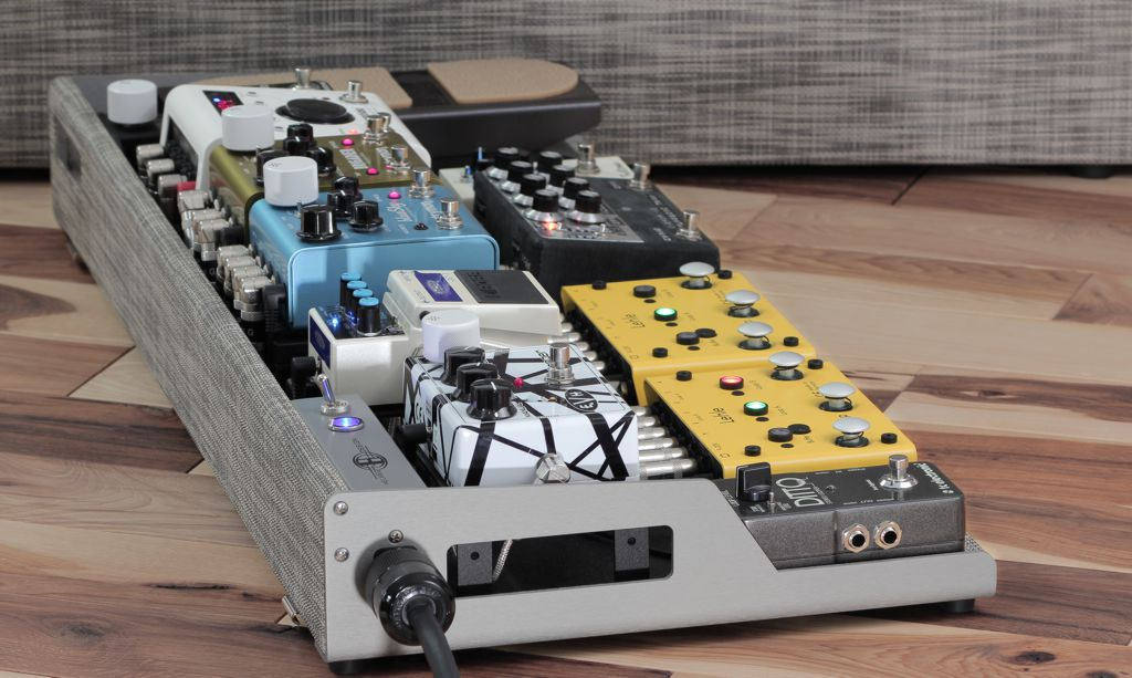 Helweg Custom Pedalboard with power switch panel