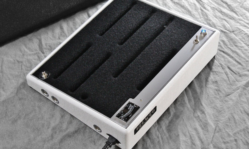 Helweg Custom Pedalboards 2014_White elephant with silver panel_integrated Boss TU-3 Tuner