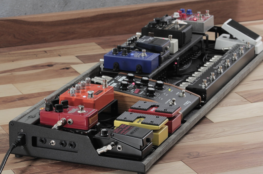 Custom OpenWing 13 Bass Pedalboard with full set-up